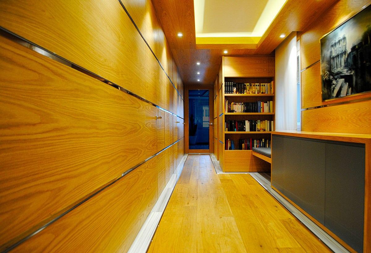 Interior de una vivienda donde se puede ver el resultado del proyecto de interiorismo realizado por Manuel Torres Design en Sevilla