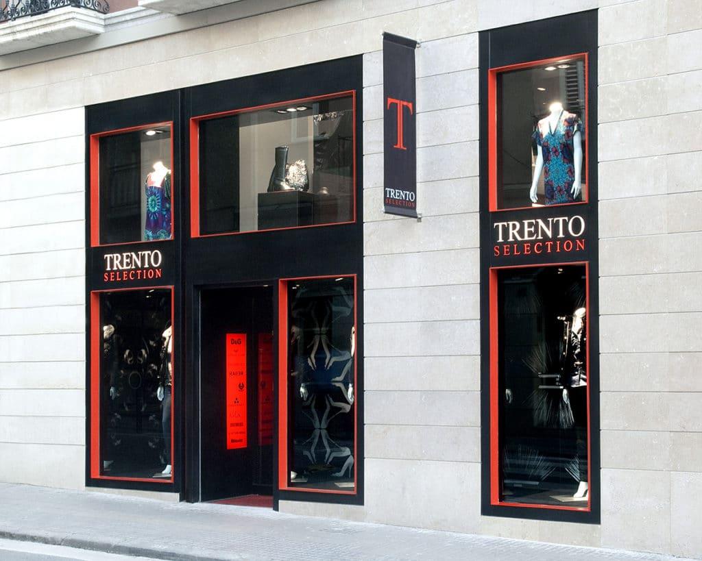 Exterior de una boutique diseñada por el estudio de diseño internacional Manuel Torres Design
