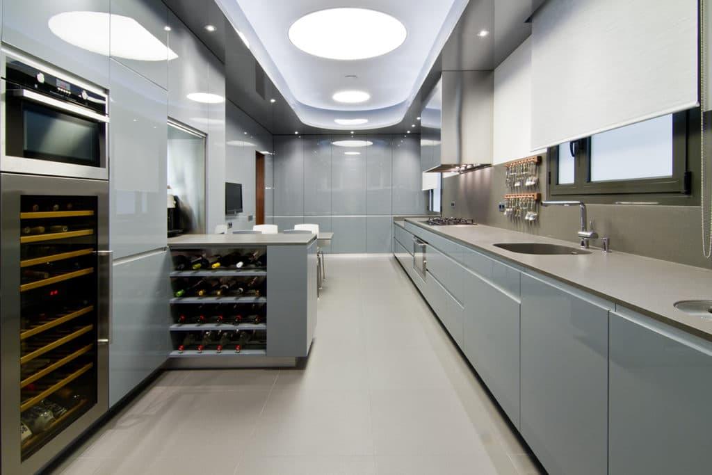 Diseño de interiores de esta vivienda de Barcelona donde apreciamos la decoración de la nueva cocina llevada a cabo por Manuel Torres Design, estudio de interiorismo y decoración
