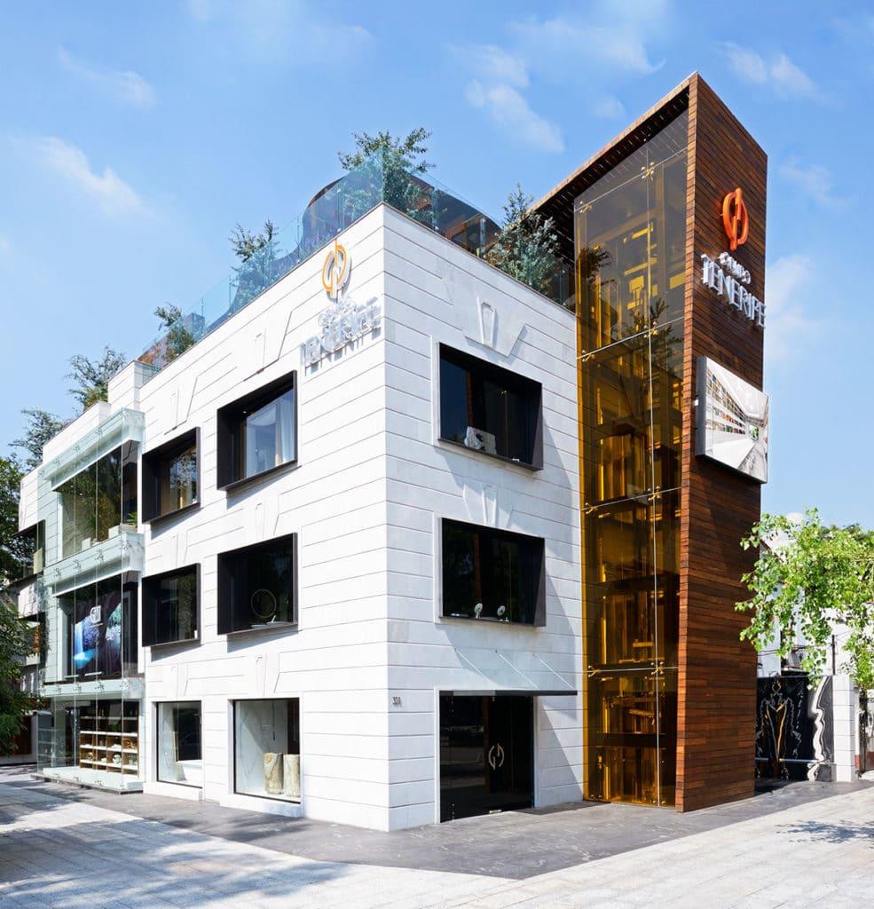 Imagen exterior de la flagship store ubicada en Ciudad de México donde se han llevado a cabo un diseño innovador por parte de Manuel Torres Design