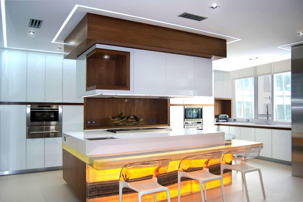 Diseño e interiorismo de una vivienda en la Ciudad de México por Manuel Torres Design, donde vemos el detalle de la cocina