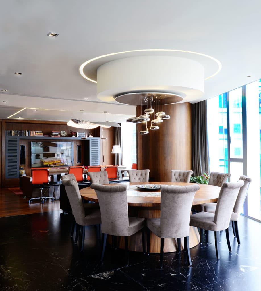 Diseño e interiorismo de una vivienda en la Ciudad de México por Manuel Torres Design donde vemos el diseño del comedor