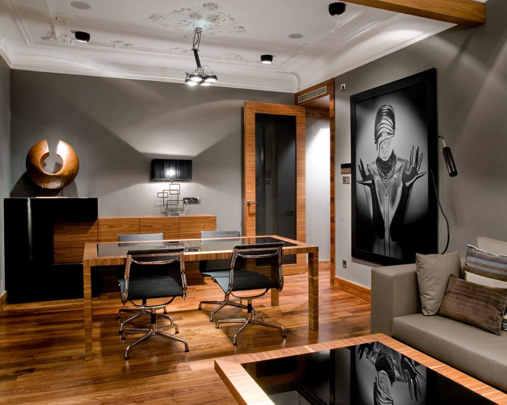 Proyecto de decoración e interiorismo de esta vivienda en Barcelona con diseño de autor y domótica por el el estudio de diseño Manuel Torres Design