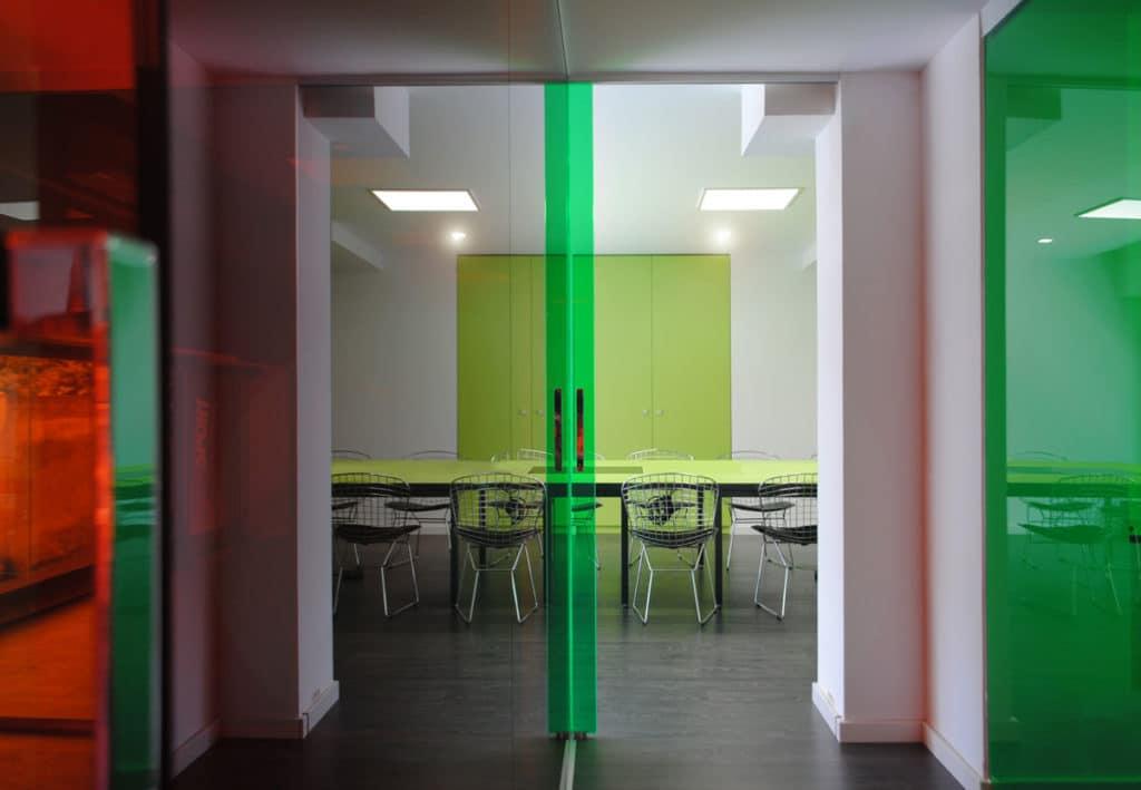 Diseño de las oficinas corporativas de la empresa DIMSPORT en Barcelona por parte del estudio de diseño internacional Manuel Torres Design