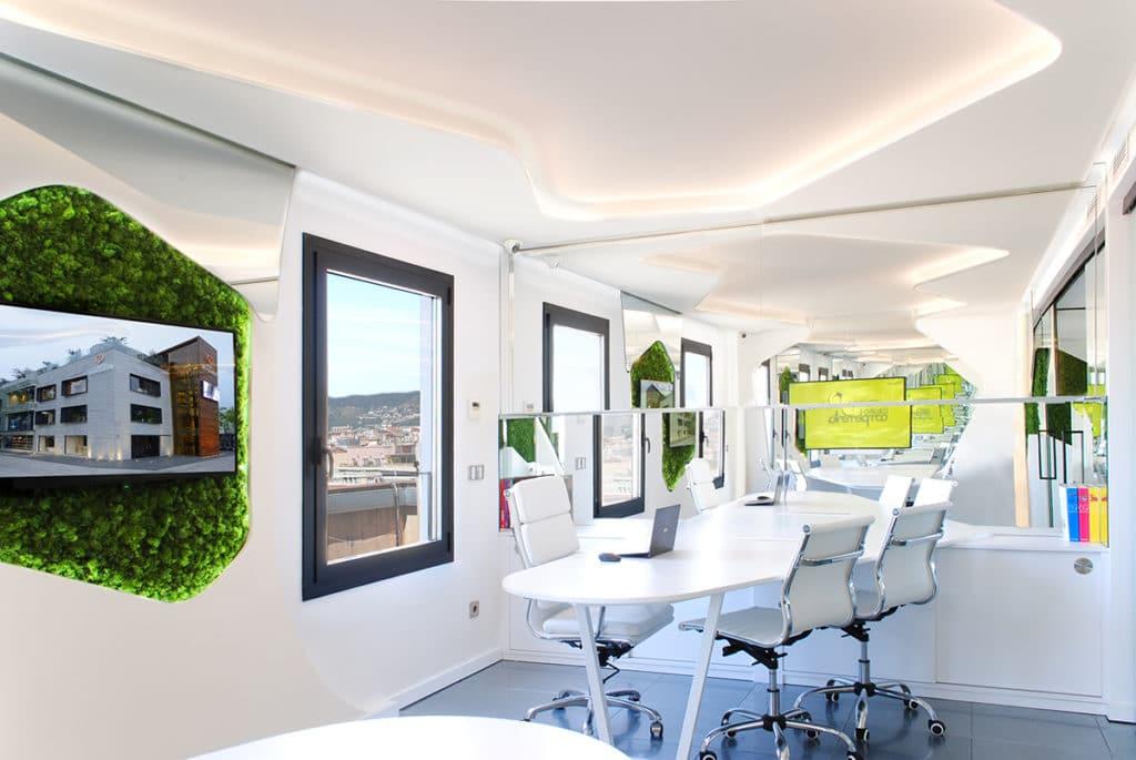 Diseño de las oficinas corporativas del Grupo Complementa en Barcelona incorporando las nuevas tecnologías y tendencias medioambientales.