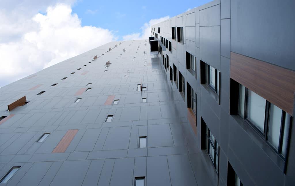 Exterior de la Torre Viena, un proyecto de desarrollo residencial vertical realizado por Manuel Torres Design