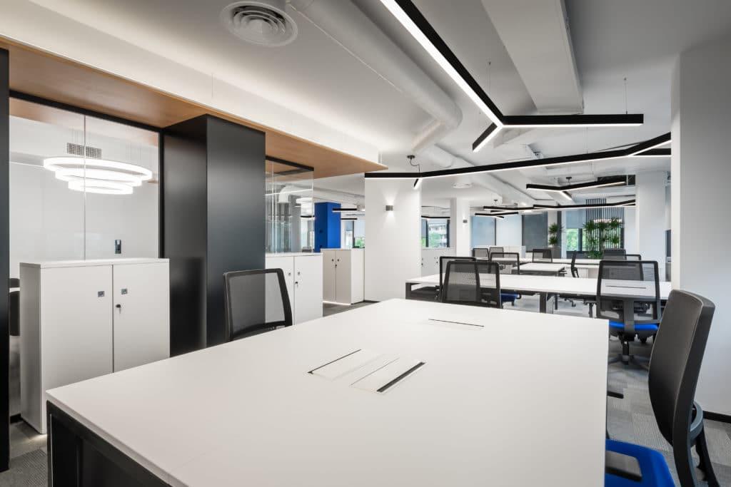 oficinas eurofred donde predomina el color blanco
